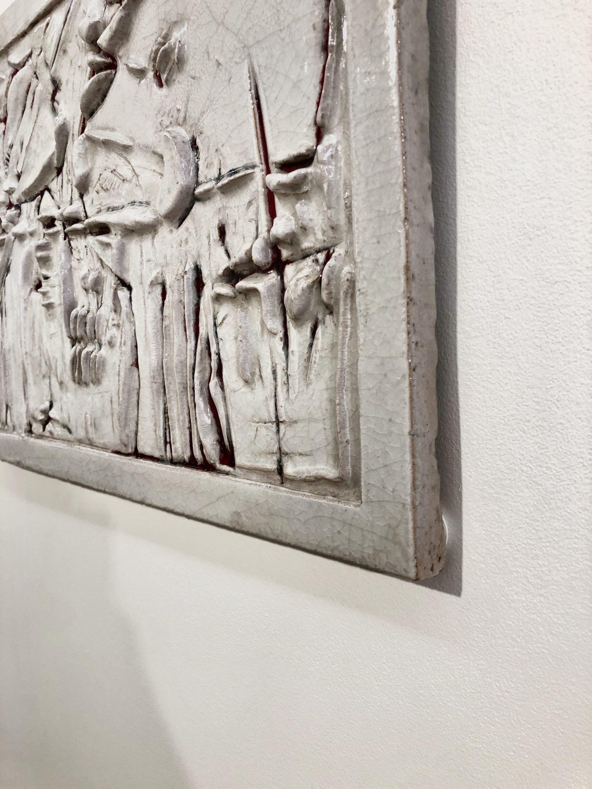 ZAULI-bas-relief-blanc-détail-2
