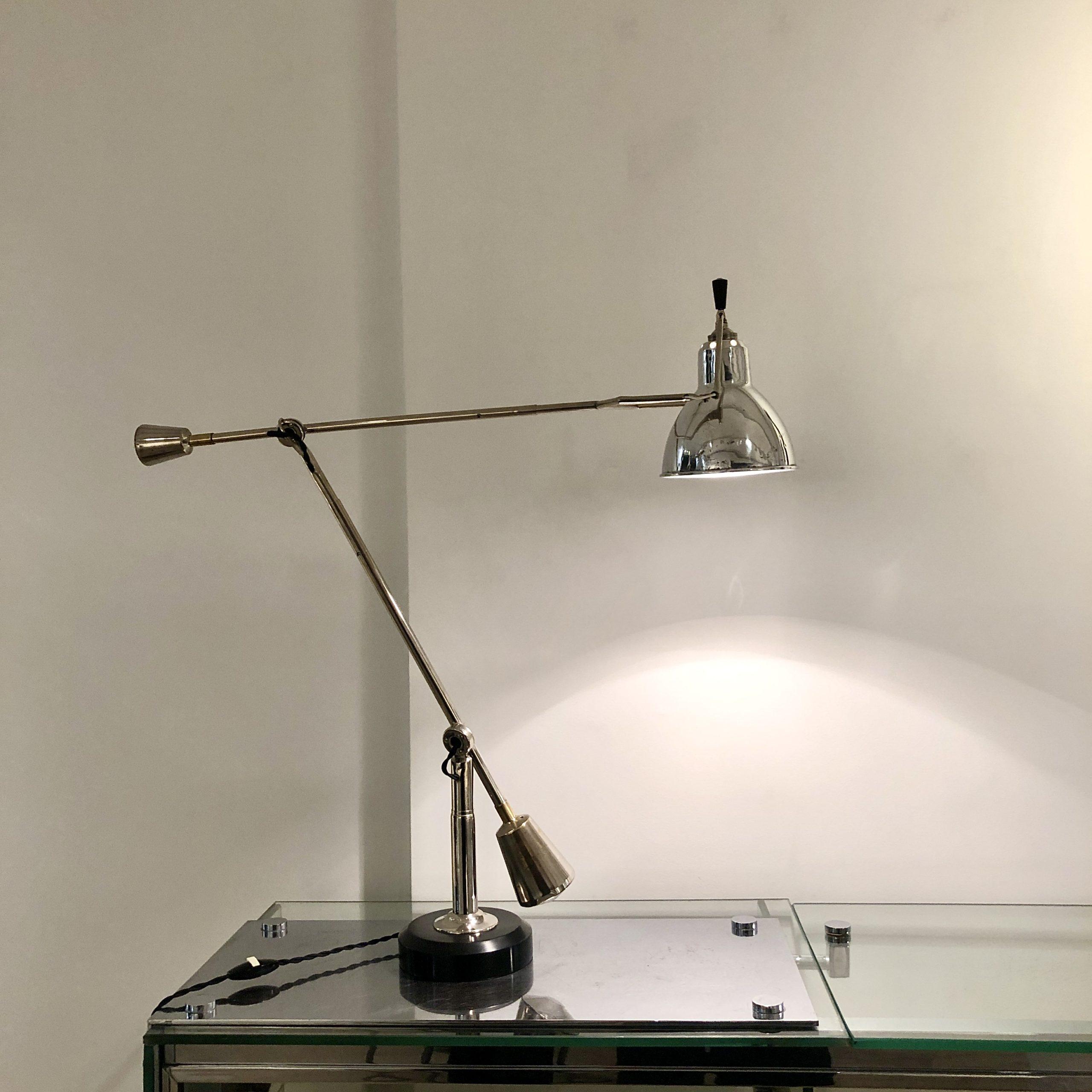 Lampe équilibrée à double balancier
